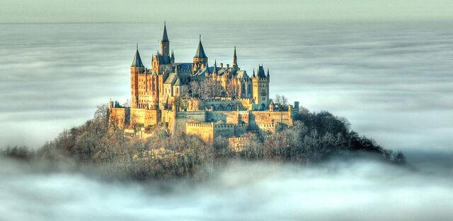 File:BHZ RB 07 Castle Fog zugeschnitten.jpg