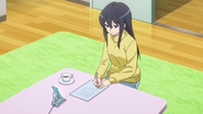 Karen writing a fan letter to Kanzaki Elsa - AGGO E3