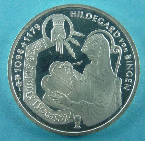 File:Hildegard VS.jpg