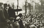 300px-Karl Liebknecht 9 nov 1918 Berlin in Tiergarten