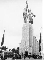 Bundesarchiv Bild 146-1990-036-19, Weltausstellung in Paris, sowjetischer Pavillon