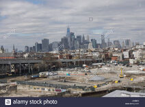 The-industrial-gowanus-brooklyn-neighborhood-in-the-foreground