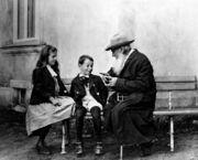 Tolstoi avec ses petits-enfants