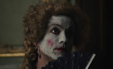 Taboo-Caps-1x07-Molly-with-folding-fan