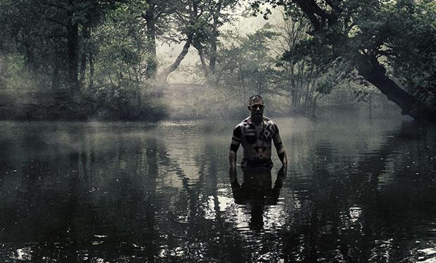 File:Taboo-Caps-1x05-James-Underwater.jpg