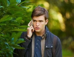 Nickelodeon-Star-House-Of-Anubis-Actor-Burkely-Duffield-Eddie-Miller-On-Cell-Mobile-Phone-Season-Three-Series-3-HoA-SIBUNA