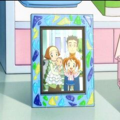 A framed picture of Tanpopo and her family
