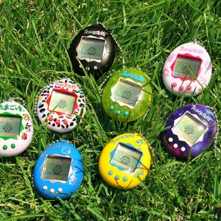 Press image for the 2018 rerelease, showcasing all 8 P2 shell colors.