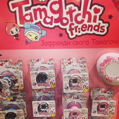 Russian Tamagotchi Friends display with DekaTama