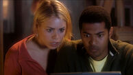 Rose and Mickey watch the Sycorax