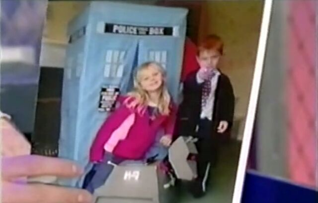 File:Totally Doctor Who S1E3 2.jpg