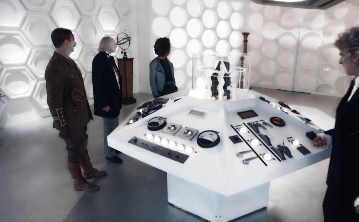 12th 1st Bill Captain in TARDIS doors about to open.jpg & Image - 12th 1st Bill Captain in TARDIS doors about to open.jpg ...