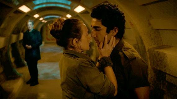 File:Cass kisses Lunn.jpg
