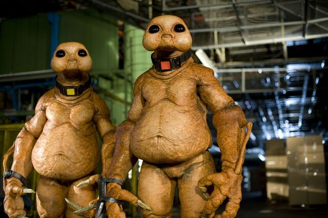 File:Slitheen-Blathereen family.jpg