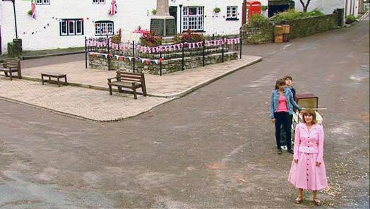 File:Foxgrove village square.jpg