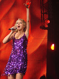 190px-Taylor Swift Fearless Tour 02