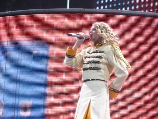 File:Taylor Swift - Fearless Tour - Foxboro 02.jpg