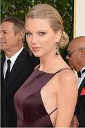 Taylor at Golden Globes looking nice