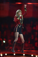 Taylor+Swift+MTV+EMA+2012+Show+xeW1ifgxnv5l