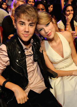 Justin Bieber and Taylor Swift at Teen Choice Awards 2011