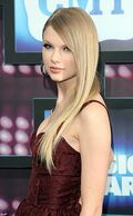 Taylor Swift country at music awards with straight hair
