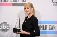 Taylor Swift - 2010 American Music Awards (87)