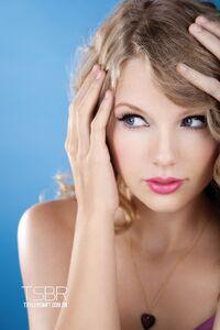 Taylor Swift - Speak Now - Album photoshoot (14)