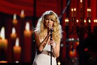 Taylor Swift - 2008 American Music Awards (40)