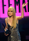 Taylor Swift - 2010 American Music Awards (62)