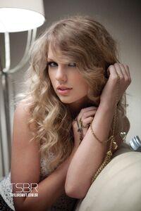 Taylor Swift - Speak Now - Album photoshoot (11)