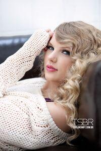 Taylor Swift - Speak Now - Album photoshoot (7)