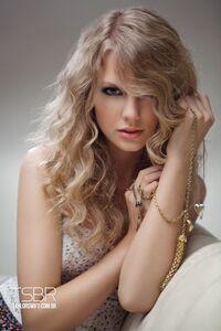 Taylor Swift - Speak Now - Album photoshoot (12)