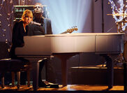 Taylor Swift - 2010 American Music Awards (56)