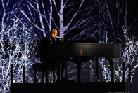 Taylor Swift - 2010 American Music Awards (55)