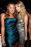 Taylor Swift - 2008 American Music Awards (58)