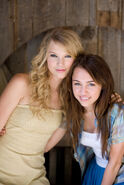Taylor Swift in Hannah Montana The Movie - Behind the scenes (1)