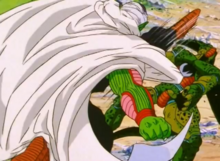 Piccolo kicks Cell