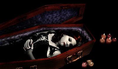 Vampire-Girl-in-Coffin