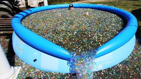 What happens if you throw sodium bomb in giant orbeez pool - How to put hot water in a swimming pool ...