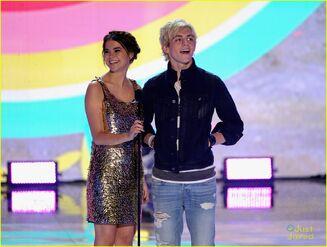 Teen Choice Awards 2013 Ross and Maia (1)