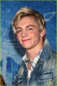Ross at Frozen premiere (8)