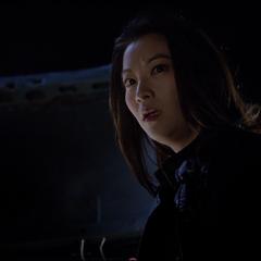 Kira sent un danger venir.