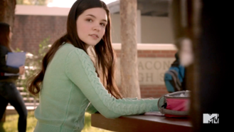3x08 Paige at lunch