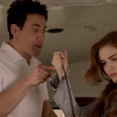 Lydia subtilise le sifflet du Coach