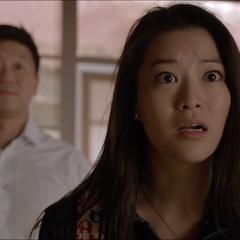 Discussion entre Kira, Ken et Noshiko à propos de la vente de leur maison.