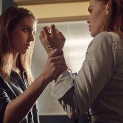 Cora face à Lydia