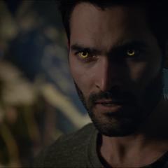 Derek redevient normal mais ses yeux ont changés de couleurs.
