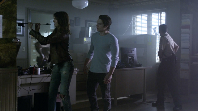 File:Shelley-Hennig-Dylan-Sprayberry-Malia-Liam-arrow-Teen-Wolf-Season-6-Episode-15-Pressure-Test.png
