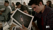 800px-Teen Wolf Season 4 Episode 5 IED Stiles murder photos in class