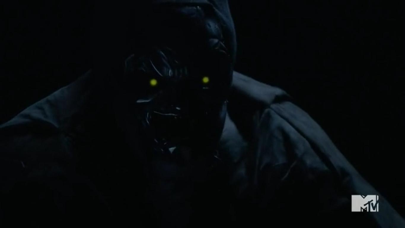 Datei:Teen Wolf Season 5 Episode 13 Codominance Oni's firefly eyes.png